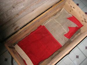 WW1 FOOTLOCKER/CHEST AND VINTAGE CLOTH CANADIAN FLAG St. John's Newfoundland image 4