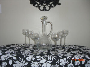 GLASS WINE DECANTER  & STOPPER WITH 6 LONG STEMMED WINE GLASSES Kingston Kingston Area image 1