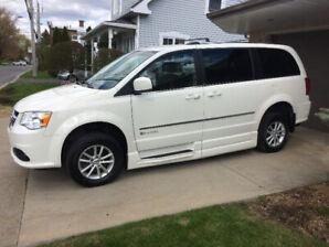2011 Dodge Grand Caravan Crew adapté pour handicapé