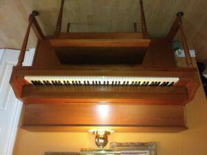Piano Lesage de couleur brun en très bon état