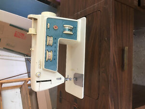 Vintage Singer Sewing Machine Special Zig Zag Model  756