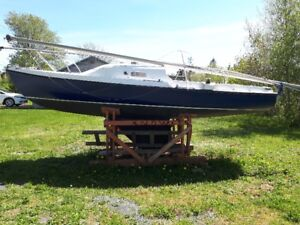 18.5 Foot Fixed Keel Sailboat