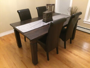 Solid Dinning Room Table &Chairs