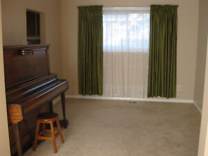 HOUSE/ ROOMS to rent near QUEEN'S- quiet area Kingston Kingston Area image 6