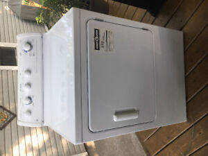 LIKE NEW! GE 7.0 CU FT COMMERCIAL QUALITY DRYER!