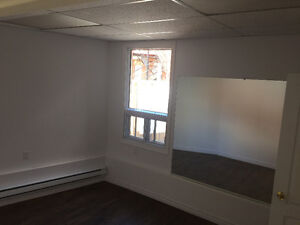 SMALL OFFICES FOR RENT - ROXBORO (CORNER OF TRAIN STATION)