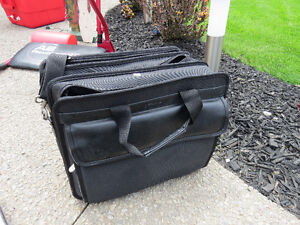 Lightweight laptop travel case