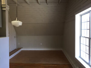 Bachelor in great location near downtown Dartmouth