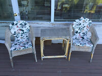 outdoor 2 chairs + table + seating cushion