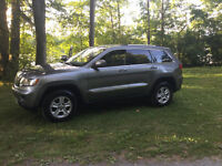 2012 Jeep Grand Cherokee Laredo MINT !!!!!!