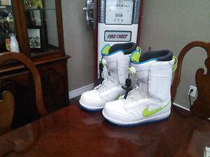 Mens Size 12 Nike snowboard boots