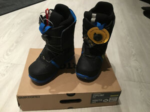 BURTON snowboard boots size 5 (youth) NEW