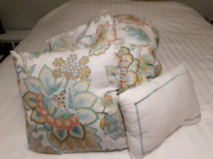 Homesense Queen size comforter set