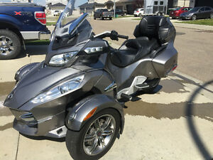 2011 Can-Am Spyder RTS