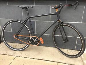 Custom High-end Single Speed Fixed Gear (Fixie) Road Bike