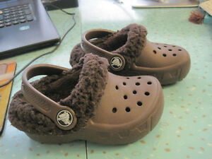 New Genuine Baby Crocs with Removable Faux Fur Lining - Size 6/7