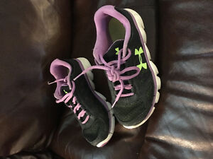 Under Armour running shoes sz 2