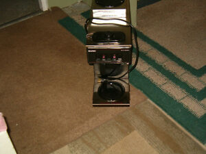Bunn VP17-2 Pourover Coffee Brewer with 2 Warmers!
