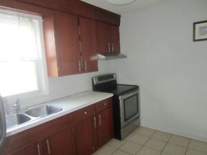 RECENTLY UPDATED 2 BEDROOM UPPER LEVEL UNIT FOR LEASE
