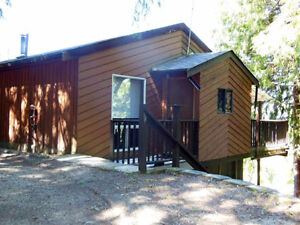 EAGLE BAY - 2 bdr/2 bth Lakeview home nestled amongst the trees