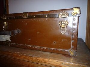Large vintage trunk. Grand coffre vintage West Island Greater Montréal image 4