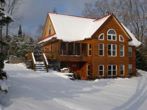 CALABOGIE PEAKS CUSTOM 5 BED CHALET ON CALABOGIE LAKE - BOOK A W