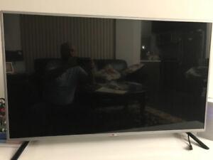 "47"" LG smart TV"