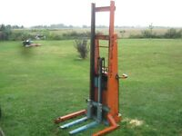 Lift mobile hydraulique (7') rechargeur + batterie (valeur 2000$
