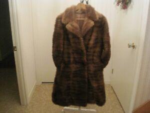 Beau manteau de fourrure long en vison