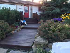 Cozy room for rent in a great central location close to QE2