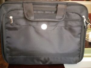 Dell laptop case vinyle////new never used  17 in plus