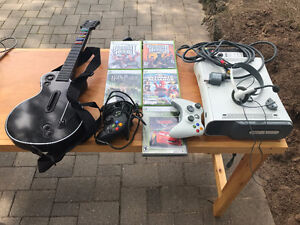 XBOX 360 WHITE, 2 CONTROLLERS, HEAD SET, GAMES AND GUITAR HERO