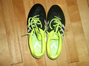 SOCCER CLEATS WOMAN (ADIDAS)