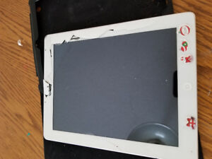 IPAD 2 16GB MODEL A1395 $50 BROKEN SCREEN. NO CHARGER