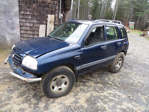 2002 Suzuki Vitara 4X4 SUV, Crossover for parts OBO (Or Trades)