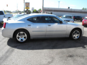 2006 CHARGER SXT  105,000 KMS  MINT  SPOILER  A MUST SEE !!