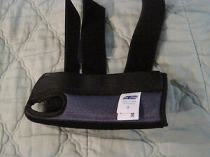new premier Left wrist brace ,small-STRATHROY London Ontario image 2
