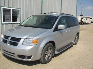 LOW MILEAGE ON THIS 2010 Dodge Grand Caravan SXT