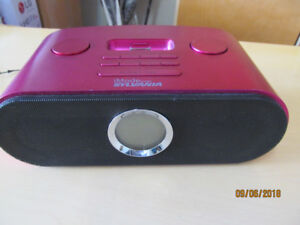 Radio reveil avec prise pour Ipod/Alarm radio with plug for Ipod