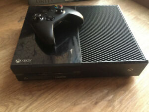 XBOX ONE (500gb) with one controller