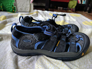 Boys Size 4 Youth Keen Sandals
