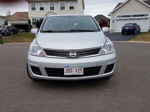 2011 Nissan Versa Hatchback  ONLY 113 KM