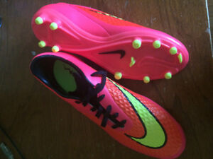 Mens size 8.5 Nike soccer cleats. Brand new. never worn