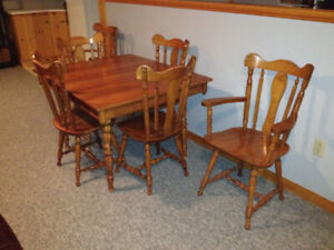 Solid Maple Dinning Table with 6 Chairs