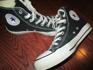 Converse ladies size 6.5  mens size 4.5 unisex shoes