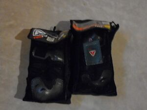 Knee Protector, Elbow Protector and Wrist guard. Only asking $25 London Ontario image 2