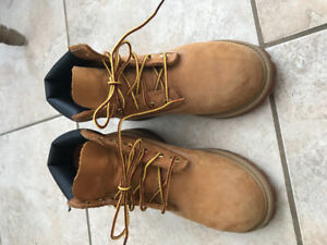 Boys size 1 US timberland boots