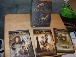 THE LORD OF THE RINGS TRILOGY DVD SET NEAR MINT