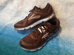 BROOKS--Men's BLACK Sporty, Light Weight Running Shoes