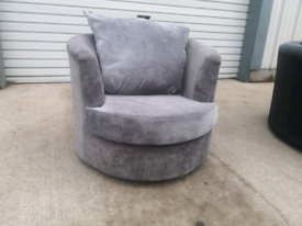 Small grey Swivel cuddle chair 🚚🚚